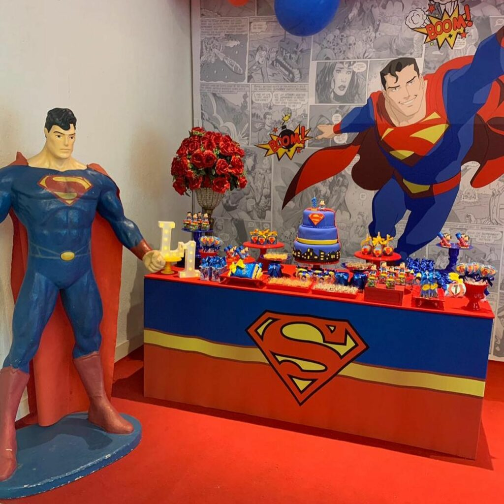 Tema Super Homem e Mulher Maravilha